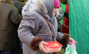 Порция милосердия. Как волонтёры кормят бездомных и нищих ростовчан