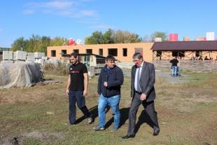 Бужак Александр Яковлевич посетил строительство нового современного реабилитационного Центра в г. Батайске