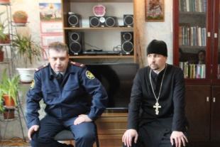 Подполковник МВД в гостях у воспитанниц реабилитационного центра организации