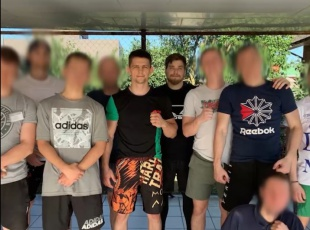 Победитель кубка мира по ММА Николай Гапонов посетил мужской реабилитационный Центр